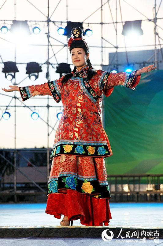 内蒙古旅游与文化融合发展 蒙古族服饰文化兴起热潮