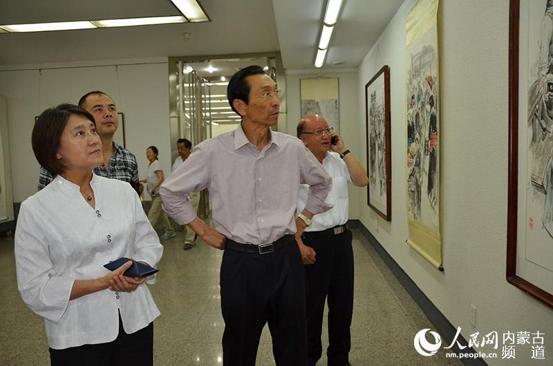 布小林,伏来旺参观中国画人物画作品