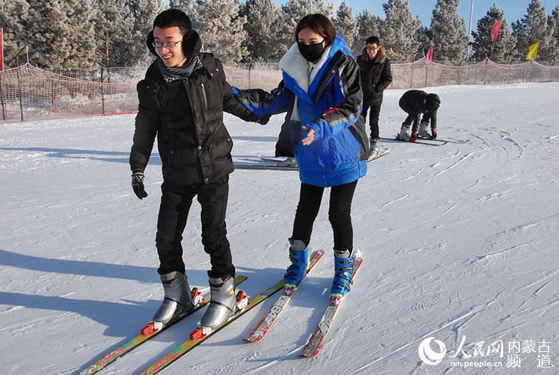 玩转冰雪游海拉尔东山滑雪节暨冰雪活动体验不卡免费视频图片