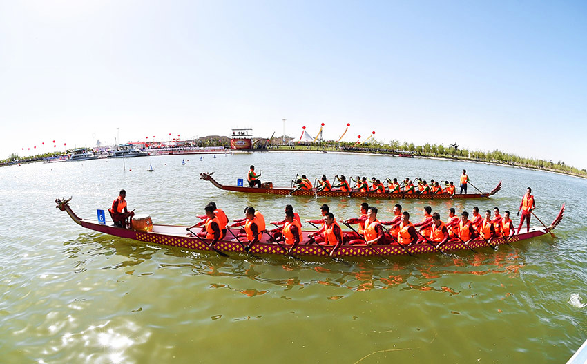 2017端午节中国・巴彦淖尔龙舟赛举行
