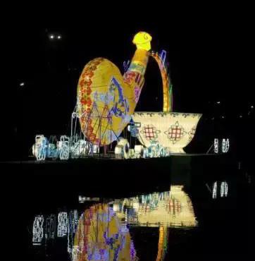 璀璨河灯映照幸福生活5月的呼和浩特市玉泉区大型灯展为市民呈现出一幅华灯初上,花灯璀璨的美丽景象。