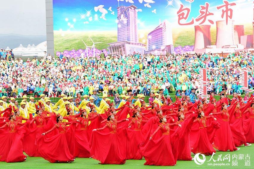 内蒙古自治区成立70周年庆祝大会在呼和浩特举行