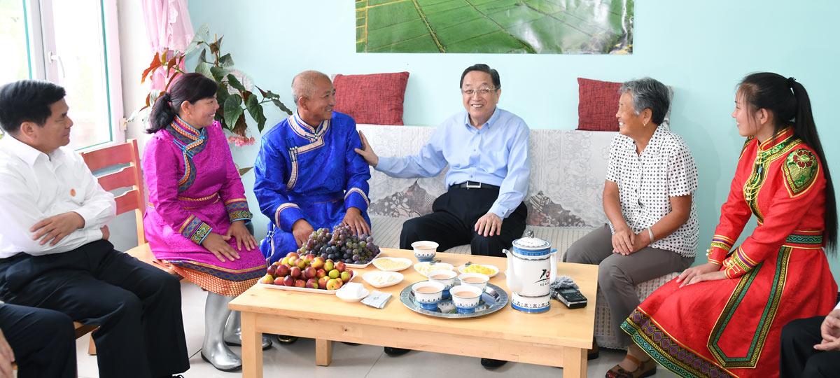 俞正声率中央代表团一分团看望慰问兴安盟各族干部群众