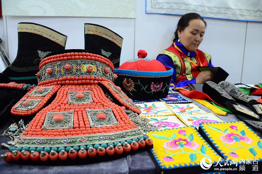 蒙古族服饰剪纸