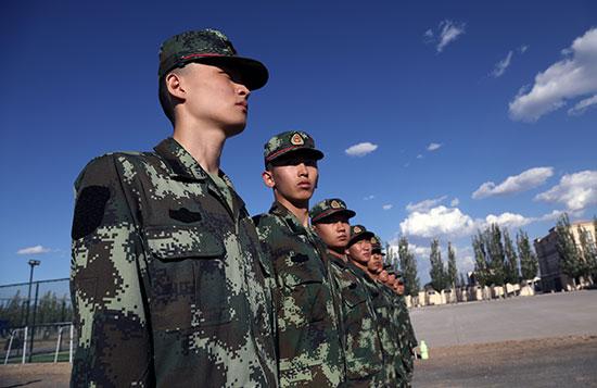 内蒙古新闻-内蒙古频道 行业    会上,宣读了《2017年度全区部队新兵