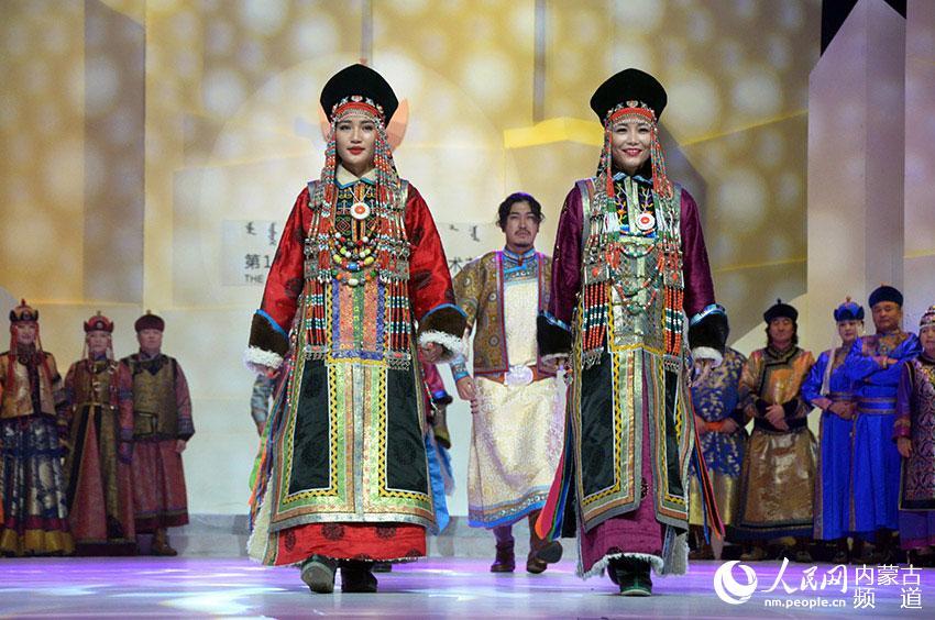 服装服饰展示、销售、?-第十四届蒙古族服装服饰节在呼和浩特开幕图片