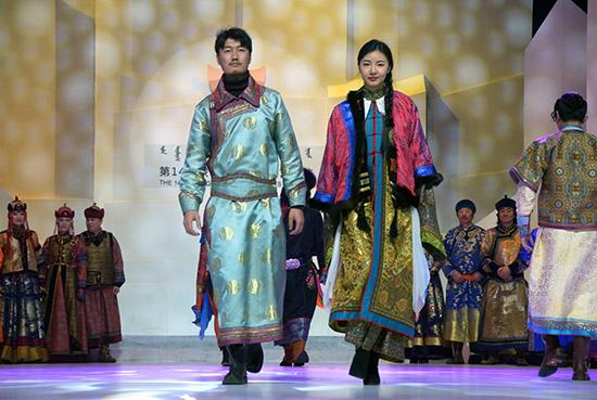 内蒙古新闻-内蒙古频道 人民日报看内蒙古  蒙古族服装服饰展示.