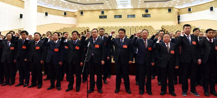 市委委员和候补委员集体重温入党誓词11月21日上午,市委委员和候补委员集体重温入党誓词。云光中主持并领誓。