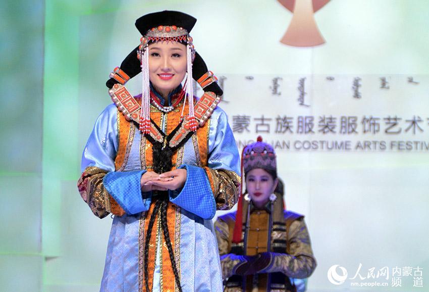 蒙古族服装服饰节在呼和浩特开幕