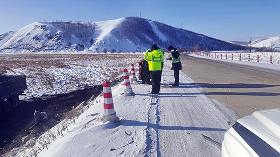 呼伦贝尔:极寒天气抢救伤员争分夺秒 交警危难时刻显身手