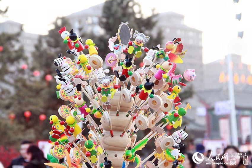 传统的春节玩偶