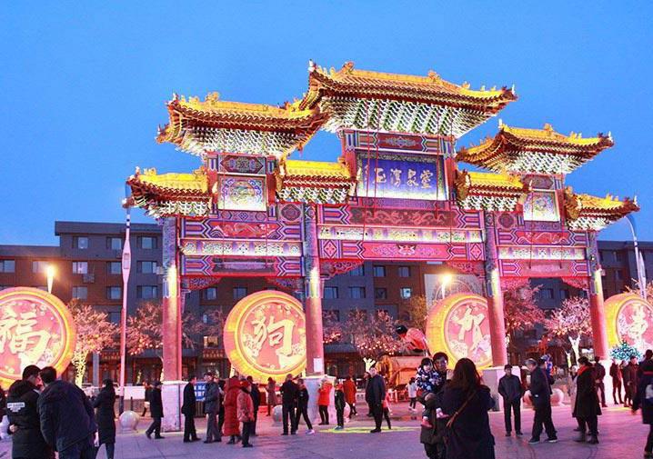喜庆彩灯迎新年 欢乐祥和度春节