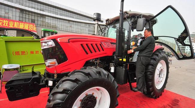 内蒙古:选购农机 备战春耕