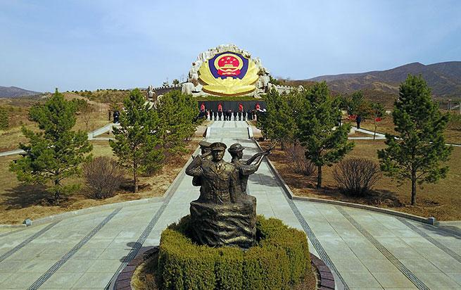 内蒙古自治区公安机关举行祭奠英烈活动