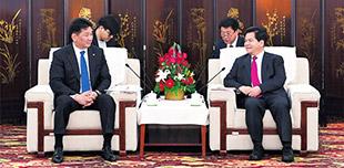 李纪恒会见蒙古国总理呼日勒苏赫        12日上午,自治区党委书记、人大常委会主任李纪恒在巴彦淖尔会见了蒙古国总理呼日勒苏赫一行。