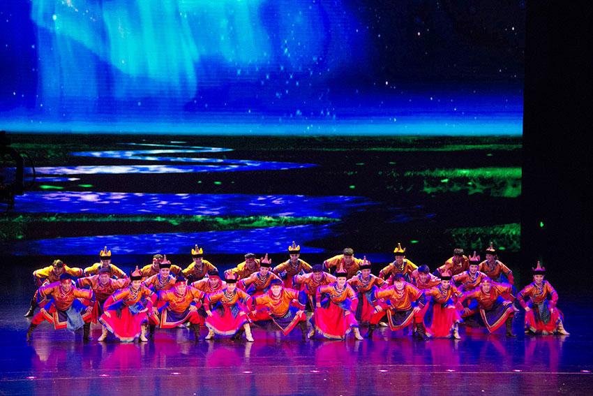 中蒙俄文化交流演出《草原蒙古韵》在乌兰浩特举行