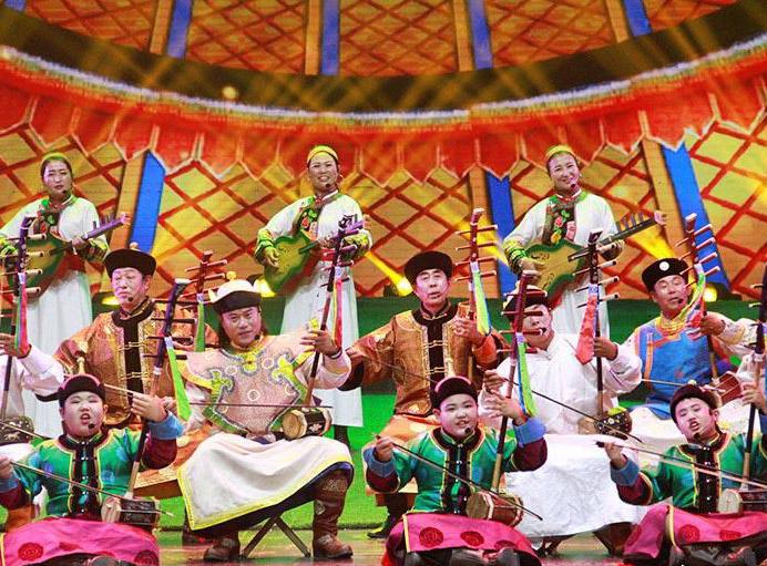 首届全区农牧民文艺汇演在呼和浩特举行