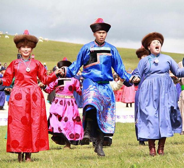 庆祝鄂温克旗成立60周年        8月12日上午,鄂温克族自治旗成立60周年庆祝大会在巴彦呼硕敖包山下举行。