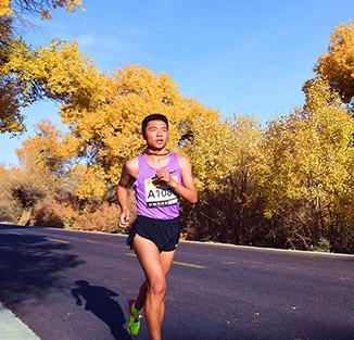 穿越胡杨林马拉松赛举行        2018内蒙古额济纳旗穿越胡杨林国际马拉松赛在内蒙古阿拉善盟额济纳旗举行。