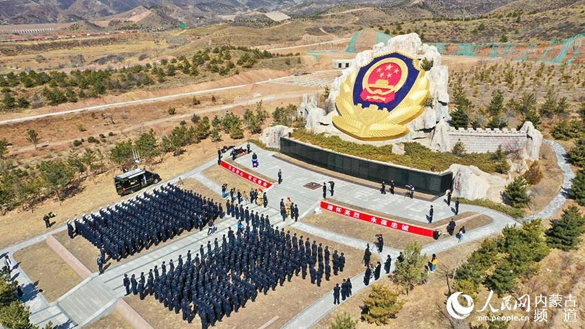 """4月1日,內蒙古自治區公安廳在公安英烈園舉行""""不忘初心牢記使命 緬懷英烈永葆忠誠""""主題祭奠活動。"""