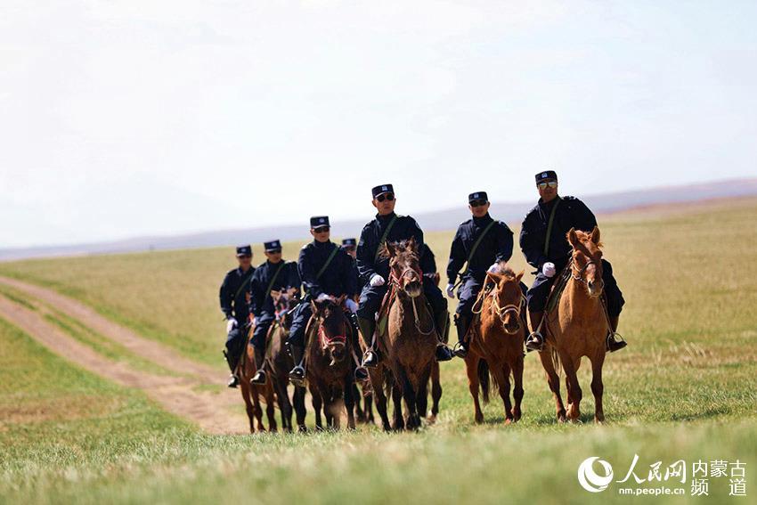 草原上的马背警队【6】