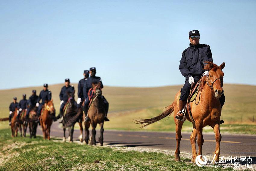 草原上的马背警队【5】
