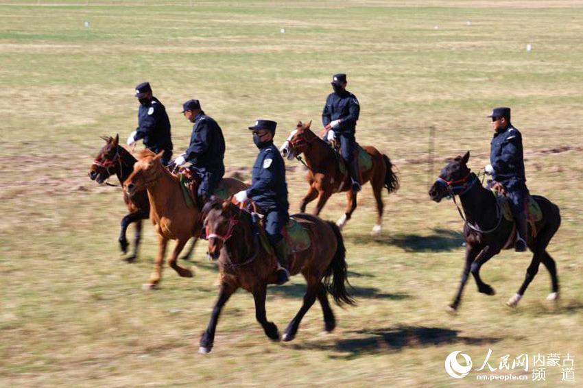 草原上的马背警队【2】