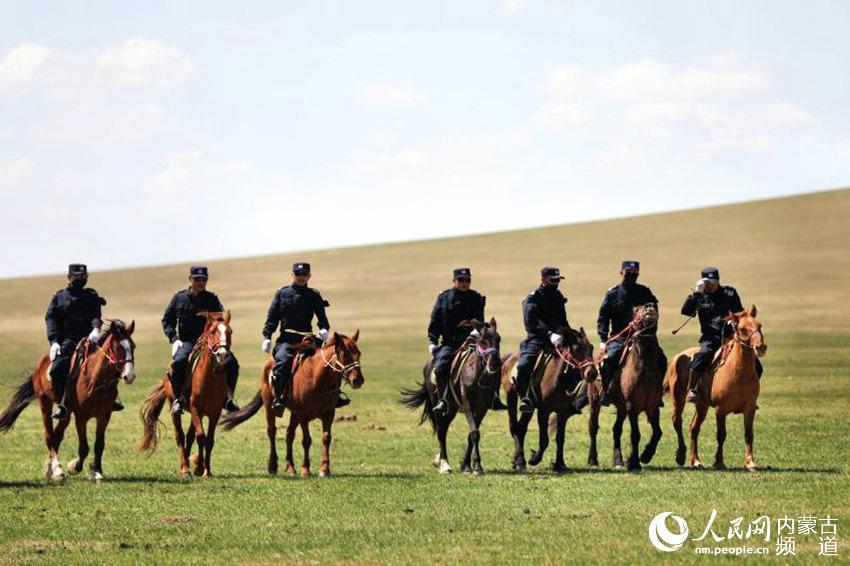 草原上的马背警队【4】