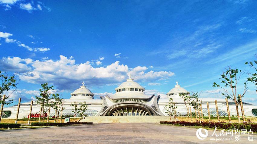 位于大青山脚下的内蒙古少数民族群众文化体育运动中心