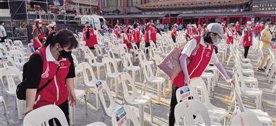 内蒙古:80名志愿者助力青城草原音乐美食季