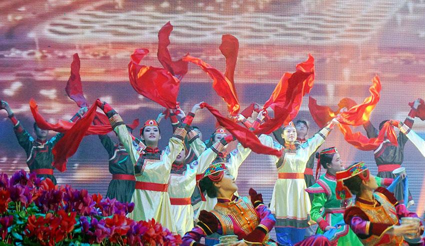 内蒙古自治区第二届乌兰牧骑新人新作比赛在赤峰举行